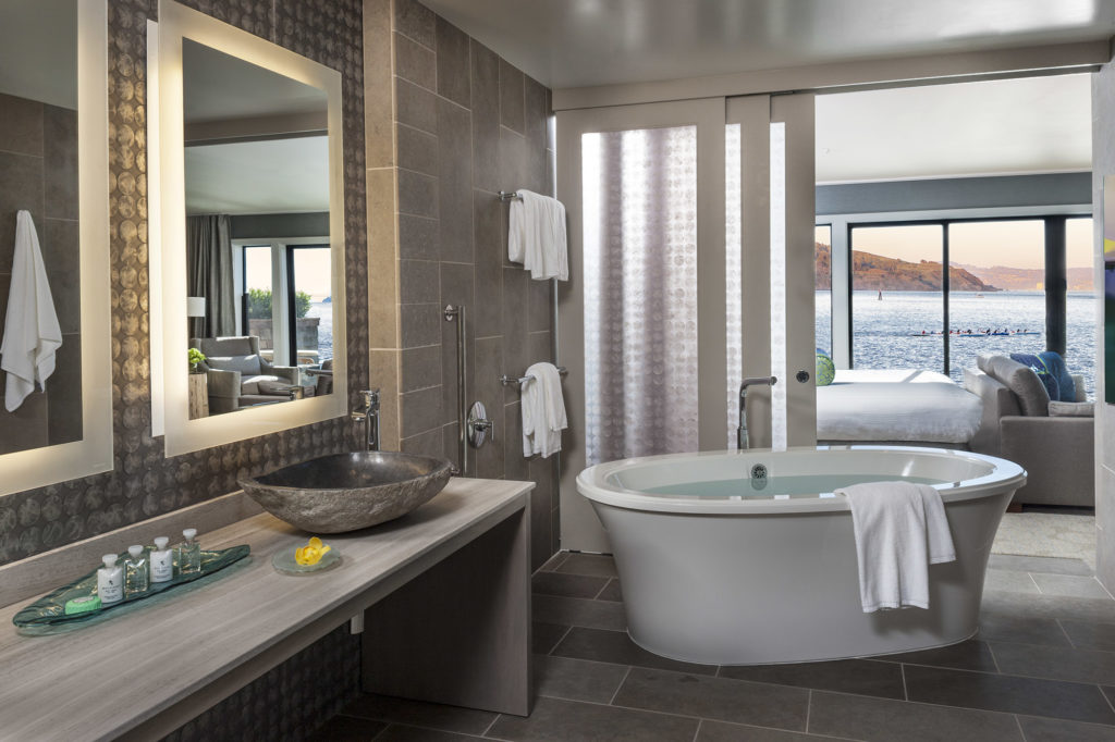 Panorama Suite bathroom